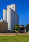 Contexte tourné historique de barre de silo de grain