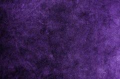 Contexto ultravioleta ou roxo da textura da camurça Teste padrão natural da pele de couro ou fundo abstrato fotos de stock royalty free