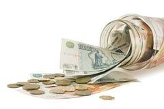 Conti con soldi, i dollari, gli euro e le monete sparse Fotografia Stock