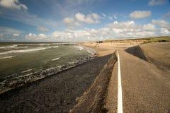 Contiene barreras en el Mar del Norte peterson Países Bajos Imagen de archivo libre de regalías