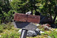 Continentaal verdeel Sleepteken in de Waaier Wyoming van Windrivieren langs Continentale Waterscheidingssleep Nr 094, Fremont die stock afbeeldingen