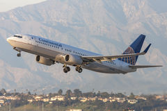 Continental Airlines Boeing 737 aviões que descolam do aeroporto internacional de Los Angeles Imagens de Stock Royalty Free