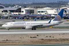 Continental Airlines Boeing 737-800 flygplan på Los Angeles den internationella flygplatsen arkivfoton
