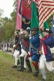 Continentals chega no 225th aniversário da vitória em Yorktown, um reenactment do cerco de Yorktown, onde general Geo Foto de Stock