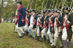 Continentals llega el 225o aniversario de la victoria Yorktown, una reconstrucción del cerco de Yorktown, en donde general Geo Foto de archivo