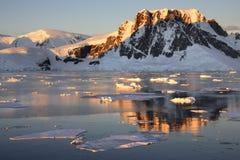 Continente antárctico - canaleta de Lamaire Fotografia de Stock Royalty Free
