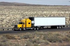 Continuez au camionnage images stock