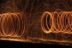 Continuez le mouvement magnétique du feu d'anneaux image libre de droits