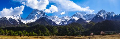 Continuous snow mountains. The Qingzang Plateau is full of rows of snow mountain landscapes royalty free stock photos