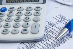 Conto finanziario con lo stats, carte immagine stock