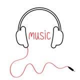 Contorne fones de ouvido pretos com cabo e música vermelha da palavra Projeto liso Fundo branco Foto de Stock