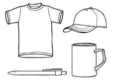 Contornee la camisa del modelo, casquillo, taza, una pluma Fotos de archivo
