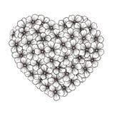 Contorno preto e branco das flores no formulário do coração Fotos de Stock Royalty Free