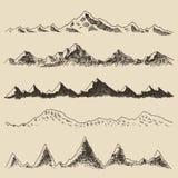 Contornos fijados montañas que graban drenaje de la mano del vector Fotos de archivo libres de regalías