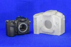 Contour d'appareil-photo de SLR de feuille de mousse pour le moulage photographie stock libre de droits
