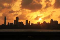 Contour de ville au coucher du soleil photo libre de droits