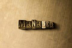 CONTRÔLÉ - le plan rapproché du vintage sale a composé le mot sur le contexte en métal Photo libre de droits