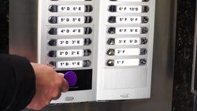 Contrôle d'accès principal électronique Clé d'étiquette de RFID pour ouvrir la porte clips vidéos