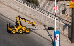 Contrôle d'armée de déminage ou de robot de police le sac images libres de droits