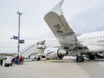 Contrôle de douane de police d'Airstair des avions d'Air Moldova chez Frank Image libre de droits