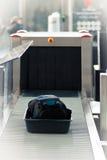 Contrôle de garantie à l'aéroport photographie stock libre de droits