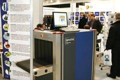 Contrôle de garantie avec le rayon X de détecteur de métaux  Photos stock
