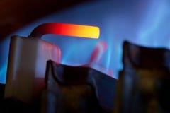 Contrôle de gaz et flammes bleues photo stock