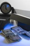 Contrôle de l'argent photographie stock libre de droits