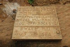 Contrôle de noyades de Bath de la Reine sur le signe en bois images stock