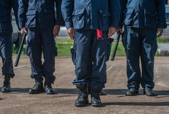 Contrôle de police anti-émeute la foule Image libre de droits