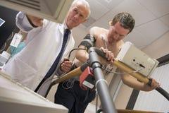 Contrôle de santé de docteur Monitoring Patient During Photo stock