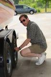 Contrôle des pneus photographie stock