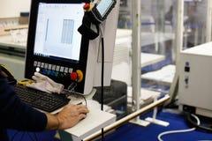 Contrôles d'opérateur l'équipement industriel  images stock