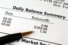 Contrôlez le rapport mensuel de compte bancaire photographie stock libre de droits