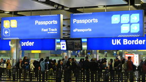 Contrôle aux frontières d'aéroport chez Heathrow au R-U Photos libres de droits