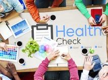 Contrôle d'assurance de contrôle de santé vers le haut de concept médical de liste de contrôle Image libre de droits