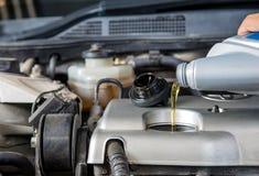 Contrôle de graisseur de voiture, entretien de voiture, voiture de contrôle vous-même, contrôle l Photo stock