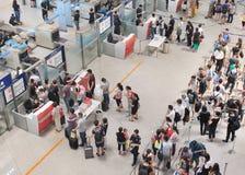 Contrôle de sécurité à l'aéroport international capital de Pékin Photos stock