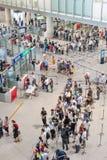 Contrôle de sécurité à l'aéroport international capital de Pékin Images stock