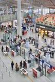 Contrôle de sécurité à l'aéroport international capital de Pékin Images libres de droits