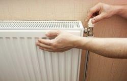 Contrôle du chauffage d'un radiateur Photographie stock libre de droits