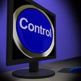 Contrôle sur le moniteur montrant le bouton fonctionnant Photos libres de droits