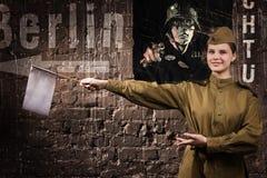 Contrôleur soviétique du trafic dans l'uniforme de WW II Images libres de droits