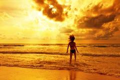Contra los rayos de la puesta del sol Fotografía de archivo libre de regalías