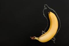 Contracepción, sexo protegido Pene en el condón imagen de archivo libre de regalías