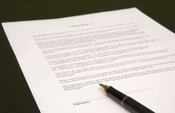 Contract en pen Stock Foto