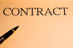 Contract en pen Stock Foto