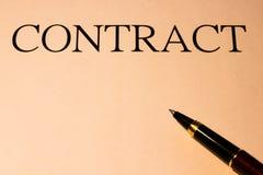 Contract en pen Stock Afbeeldingen