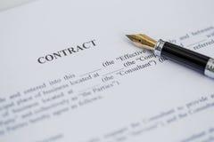 Contract en pen Stock Foto's