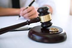 Contract van scheidingsontbinding of annulering van huwelijk, h royalty-vrije stock fotografie